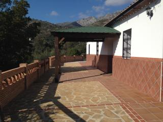 Quaint and Sunny Country Cottage - Cortes de la Frontera vacation rentals