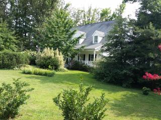 Nice House with Dishwasher and A/C - Montross vacation rentals