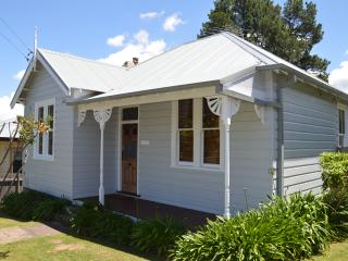 Perfect House with Washing Machine and Television - Katoomba vacation rentals