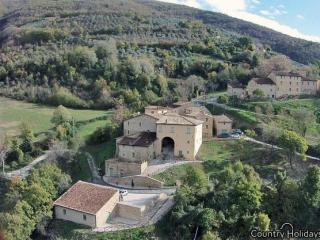 Resort with apartmetns and pool near Assisi - Valtopina vacation rentals