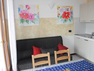 Cozy 1 bedroom Sirmione Apartment with Internet Access - Sirmione vacation rentals