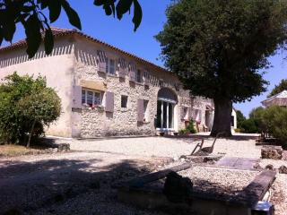 Bright 2 bedroom Coubeyrac Gite with Internet Access - Coubeyrac vacation rentals