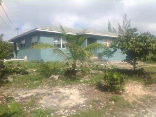 3 bedroom House with A/C in Orange Creek - Orange Creek vacation rentals