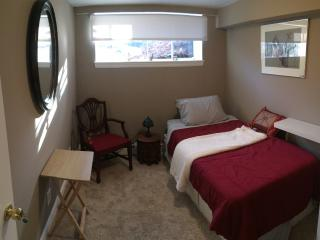 Cozy place close to BC&few stops from LMA & Boston - Newton vacation rentals