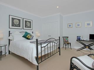 Ridge Retreat At Mollymook Courtyard Room - Milton vacation rentals