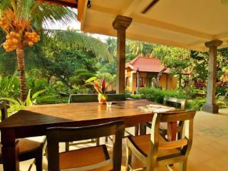 Villa in privétuin met zwembad bij zee - Bondalem vacation rentals