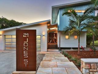 Drifted Away Luxury Studio - Direct Beach Access - Valla Beach vacation rentals