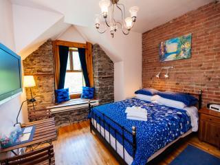 King's Room (University Bed & Breakfast) - Montreal vacation rentals