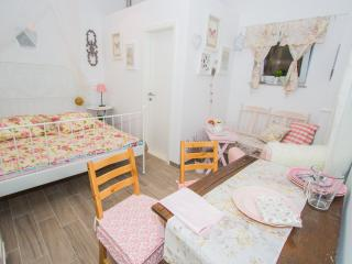 THE RESIDENCE**** - SHABBY CHIC & ROMANTIQ ROOM WITH PRIVATE BATHROOM - Sibenik vacation rentals