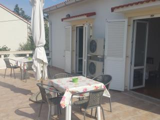 Spacious apartment for up to 7 near the center - Novalja vacation rentals