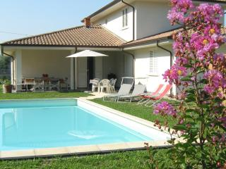 appartamento in villa moderna con piscina ad uso esclusivo - Lammari vacation rentals