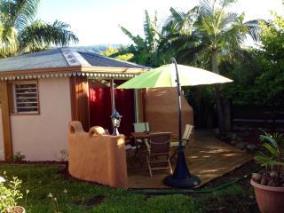 Ti Caze Dodo, petite case créole (couple + 2enfts) - L'Etang-Sale vacation rentals