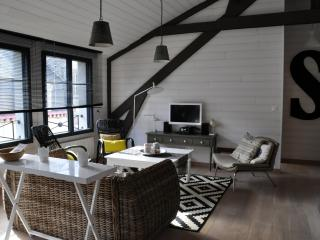 Cozy 2 bedroom Binic Apartment with Internet Access - Binic vacation rentals