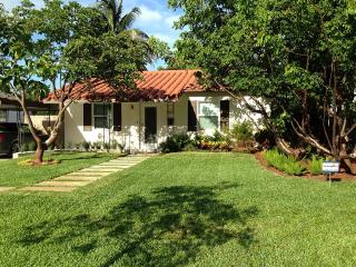Cozy House with Internet Access and A/C - Fort Lauderdale vacation rentals