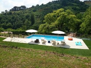 Casa Rossa tra Marche e Umbria - Fabriano vacation rentals