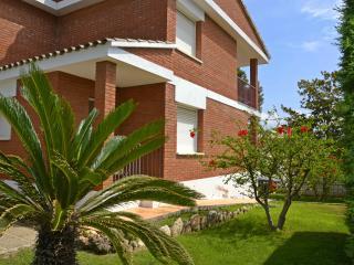 Sunny family house - Cambrils vacation rentals