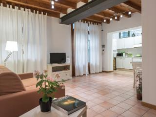 Dimora Galline 2-Quiet apartment in center - Verona vacation rentals