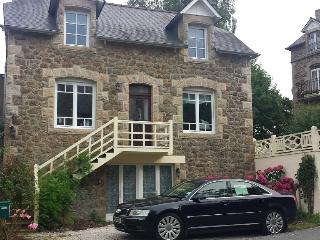 Villa Gwel Ar Mor -Lovely stone house with estuary view - Créhen vacation rentals
