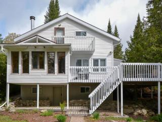 3 bedroom Chalet with Dishwasher in Saint-Adolphe-d'Howard - Saint-Adolphe-d'Howard vacation rentals