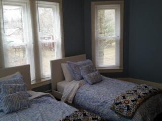 Beautiful Upgraded Family Oriented Colonial House - Hunter vacation rentals