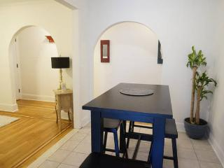 Large 7 Bedroom Apartment 15 Minutes from Midtown - Long Island City vacation rentals