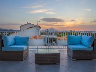 LUSSUOSA VILLA CON PISCINA VISTA MARE CEFALU' - Lascari vacation rentals