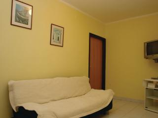 Nice 1 bedroom Apartment in Banjole with Internet Access - Banjole vacation rentals