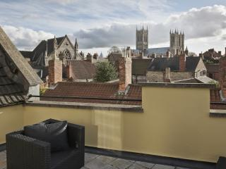Perfect central location, fabulous Cathedral Views - Lincoln vacation rentals