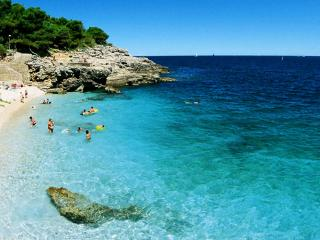 Croatia Pula beach apartment 4pax with parking - Pula vacation rentals