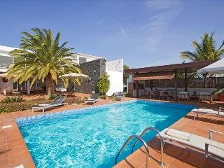 Bright 4 bedroom Villa in Puerto Calero - Puerto Calero vacation rentals