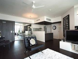 Lovely 2 bedroom Apartment in Cairns - Cairns vacation rentals