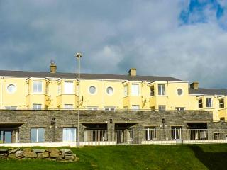SPANISH COVE, apartment, seaside location, open plan, front patio, Kilkee, Ref 929805 - Kilkee vacation rentals