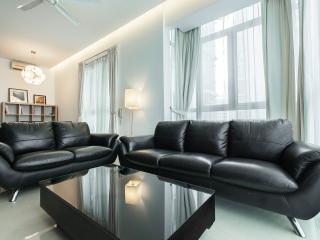 KLCC Luxury Aprt 2BR, 6 ppl, 2min Walk Twin Tower - Kuala Lumpur vacation rentals