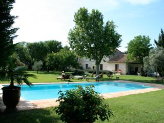 Deluxe apartment at Mas Antonine, Poullaier - Arles vacation rentals
