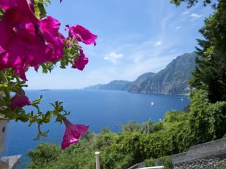 Comfortable Condo with Internet Access and Dishwasher - Nocelle di Positano vacation rentals