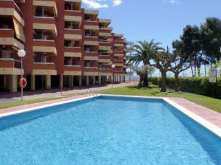 Cozy 2 bedroom Tarragona Apartment with Shared Outdoor Pool - Tarragona vacation rentals