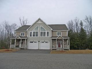 F115B- Managed by Loon Reservation Service - NH Meals & Rooms Lic# 056365 - Lincoln vacation rentals