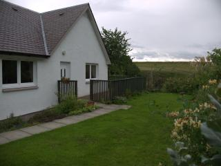 Cozy 2 bedroom Cottage in Beauly with Deck - Beauly vacation rentals