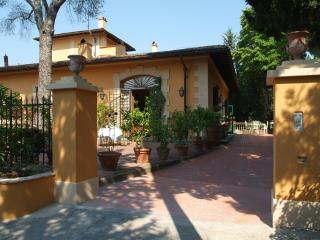 Villa con piscina a solo 8 km da Firenze - Sesto Fiorentino vacation rentals