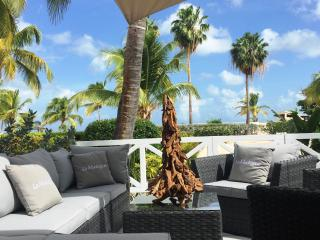 'La Madrague', 1BR beach condo, la dolce vita - Baie Nettle vacation rentals