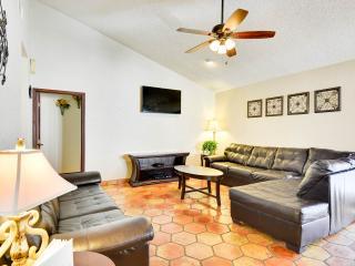 SA Vacay - Vacation HQ's! Sea World, Six Flags - San Antonio vacation rentals