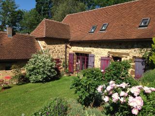 charmante maison périgourdine et piscine chauffée - Rouffignac-Saint-Cernin-de-Reilhac vacation rentals