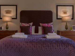 Castle View Apartment @ Castle Terrace - Edinburgh vacation rentals