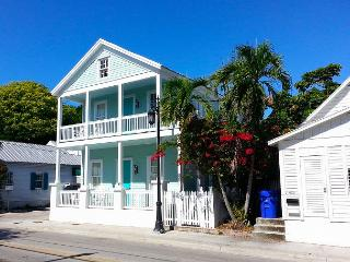 Luxury 2 Bedroom with Full Kitchen - Sleeps 5 - Walk to the Beach & Nightlife - Key West vacation rentals
