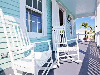 Luxury 1 bedroom 1 bath with full kitchen - sleeps 3 - Steps from Duval St - Key West vacation rentals