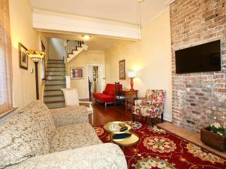 CENTER OF ALL THINGS NEW ORLEANS! - New Orleans vacation rentals