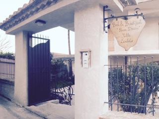 """Bed&Breakfast Piccola Dimora """"Villa Candido"""" - Stilo vacation rentals"""