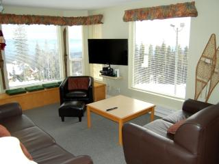 Big White Eagles Resort Huge 3 Bedroom Condo with Prime Location! - Big White vacation rentals