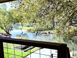 LAGUNA LAKE RETREAT - New Braunfels - Seguin vacation rentals