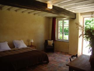 Chambre d'hôte Jardin Solstice  à Vaupillon - La Loupe vacation rentals